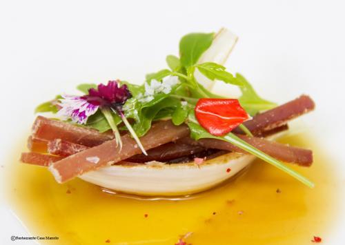 Foto nº1 de Mojama Salazones Serrano natural, cebolla tierna asada y jugo de escalibada