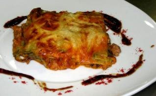 Foto de Lasaña de Carne y Espagueti de Mar